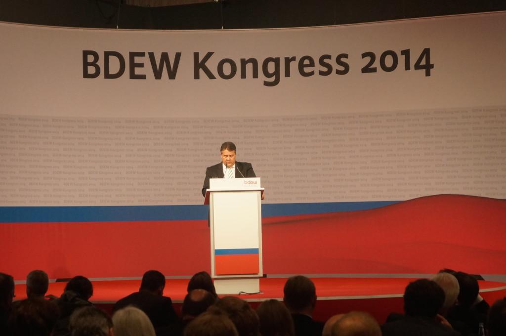 Bundeswirtschaftsminister Gabriel redet auf dem BDEW-Kongress Foto: Julian Kugoth