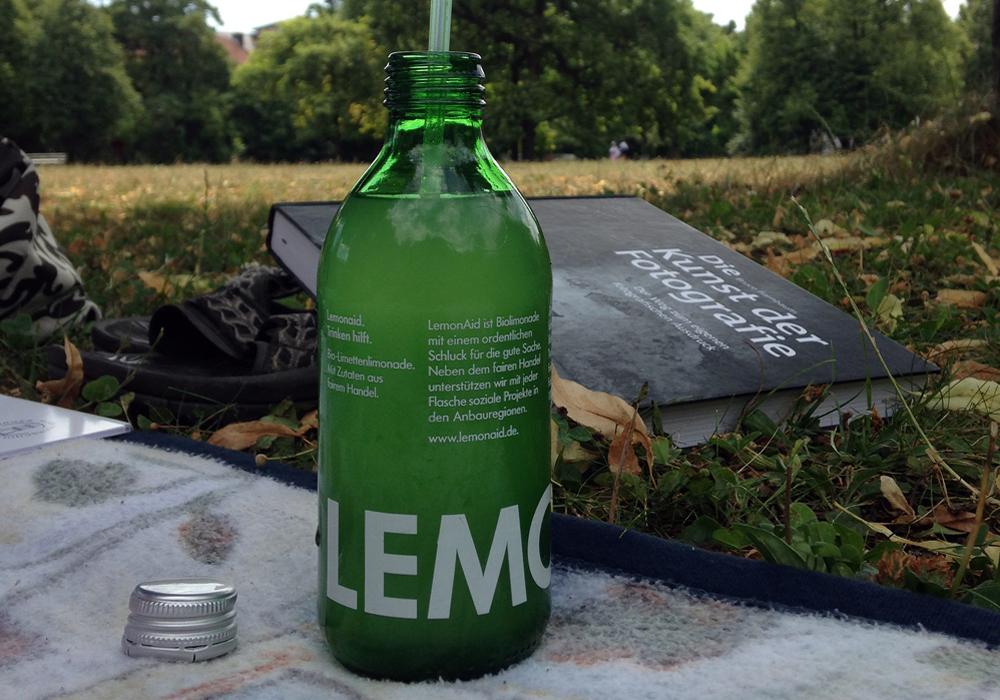 Grüne Limo im grünen Park: LemonAid (Foto: Boris Ott, flickr.com, CC-BY-NC 2.0)