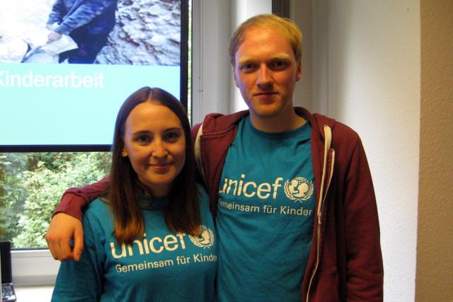 Nicht nur bei der ZukunfsTour aktiv: Sarah Karski und Peer Stumpenhusen engagieren sich in Bremen bei UNICEF (Foto: Vanessa Reiber)