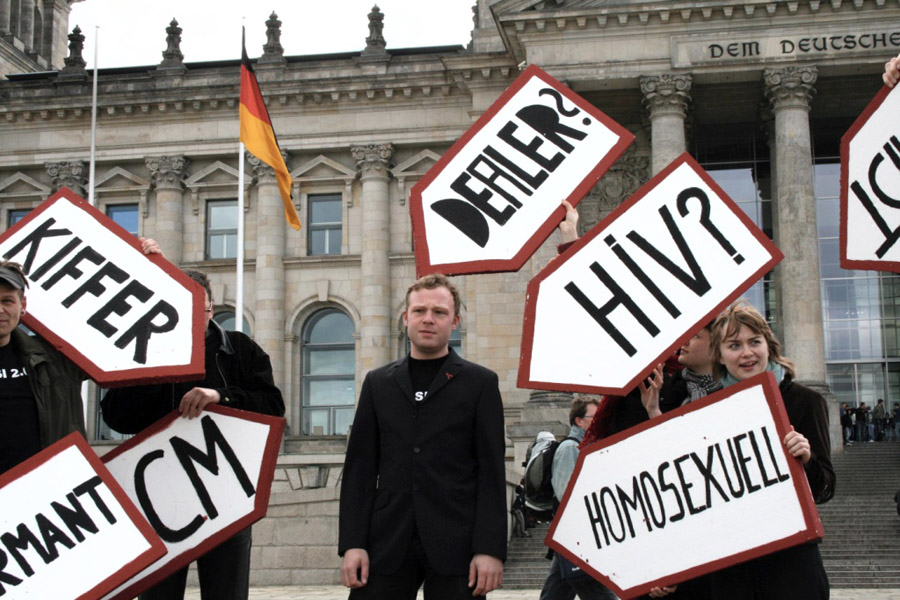 Protest vor dem Bundestag: Was weiß der Staat über seine Bürger, wenn er Daten auf Vorrat speichert? (Foto: Nicor, Wikimedia Commons, CC-BY 2.0)