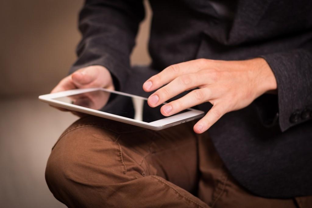 Schwierige Frage: Mehr Klicks mit Free Content - oder mehr Erlöse mit Paywall? (Foto: niekverlaan, pixabay.com, CC0)