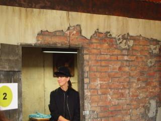 """Esther Perbandt in ihrer """"Textilbox"""""""