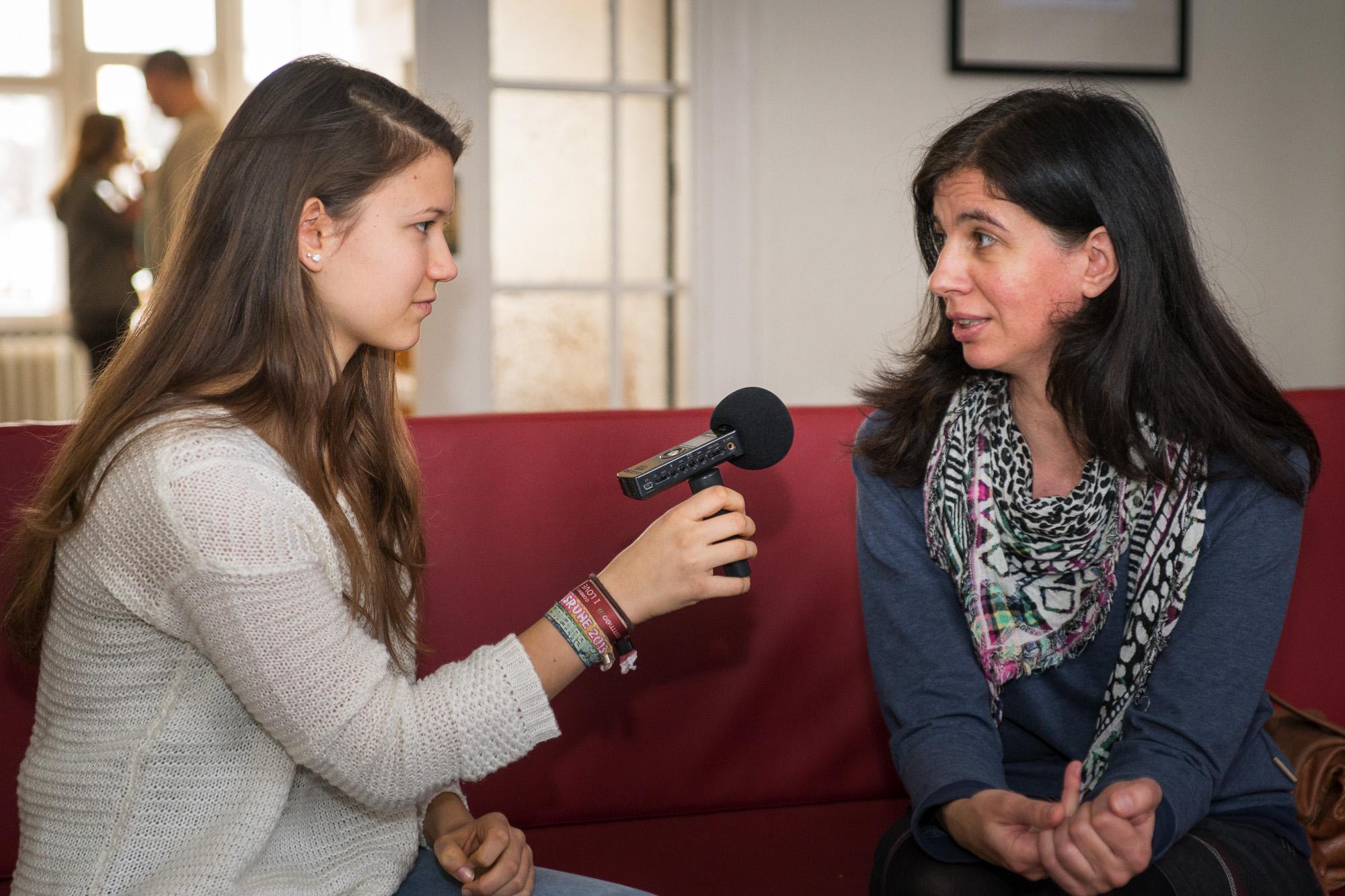 Redakteurin Christina im Gespräch mit Anja Röding beim Jugendforum Stadtentwicklung
