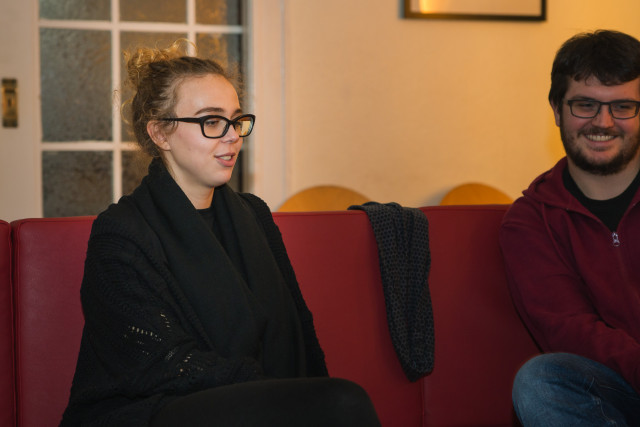 Amanda erzählt, wie wichtig ihr ehrenamtliches Engagement ist (Foto: Benedikt Bungarten)