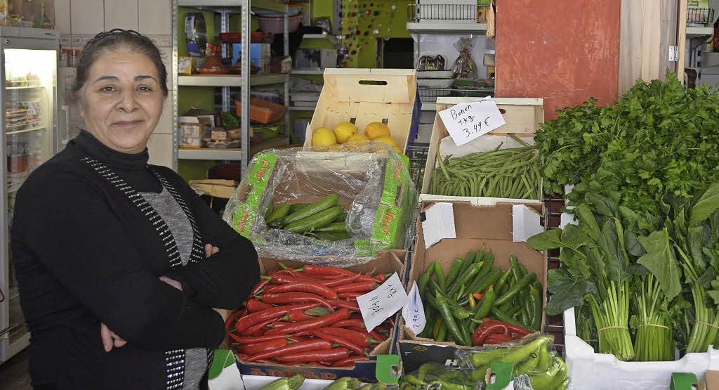 Racho kommt aus Syrien und verkauft Obst und Gemüse in einem laden