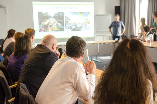 Bei der Präsentation des Leitbildes Foto: Jonas Walzberg
