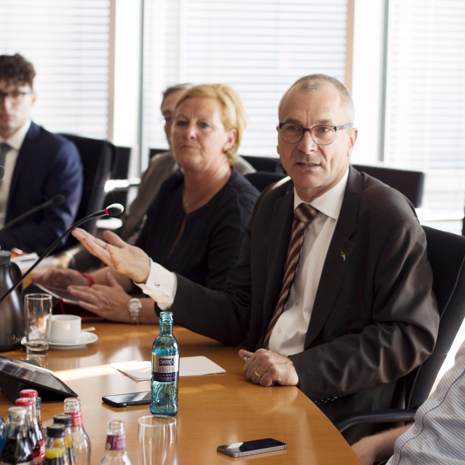 Volker Beck im Gespräch.