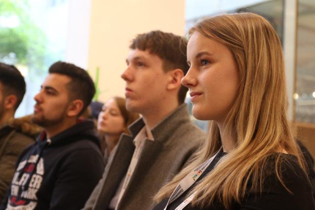 Viktoria Schuck (rechts) bringt ihre Erfahrungen in den AG's der #JPT17 ein. Foto: Charles Lother