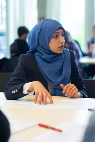 Sucht gerade als junge Muslima den Dialog: Fatima. Foto: Johannes Kolb