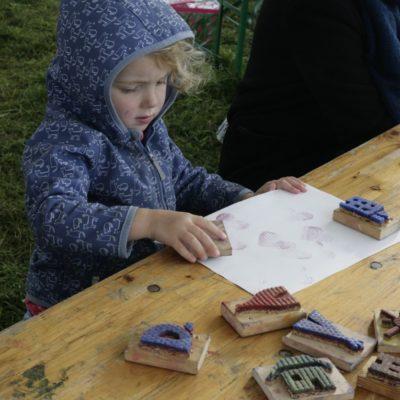 Stempeldruck im Kinderspace, Welcome Festival