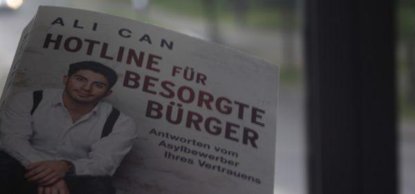 """Ali Cans neues Buch: """"Hotline für besorgte Bürger - Antworten vom Asylbewerber Ihres Vertrauens"""""""