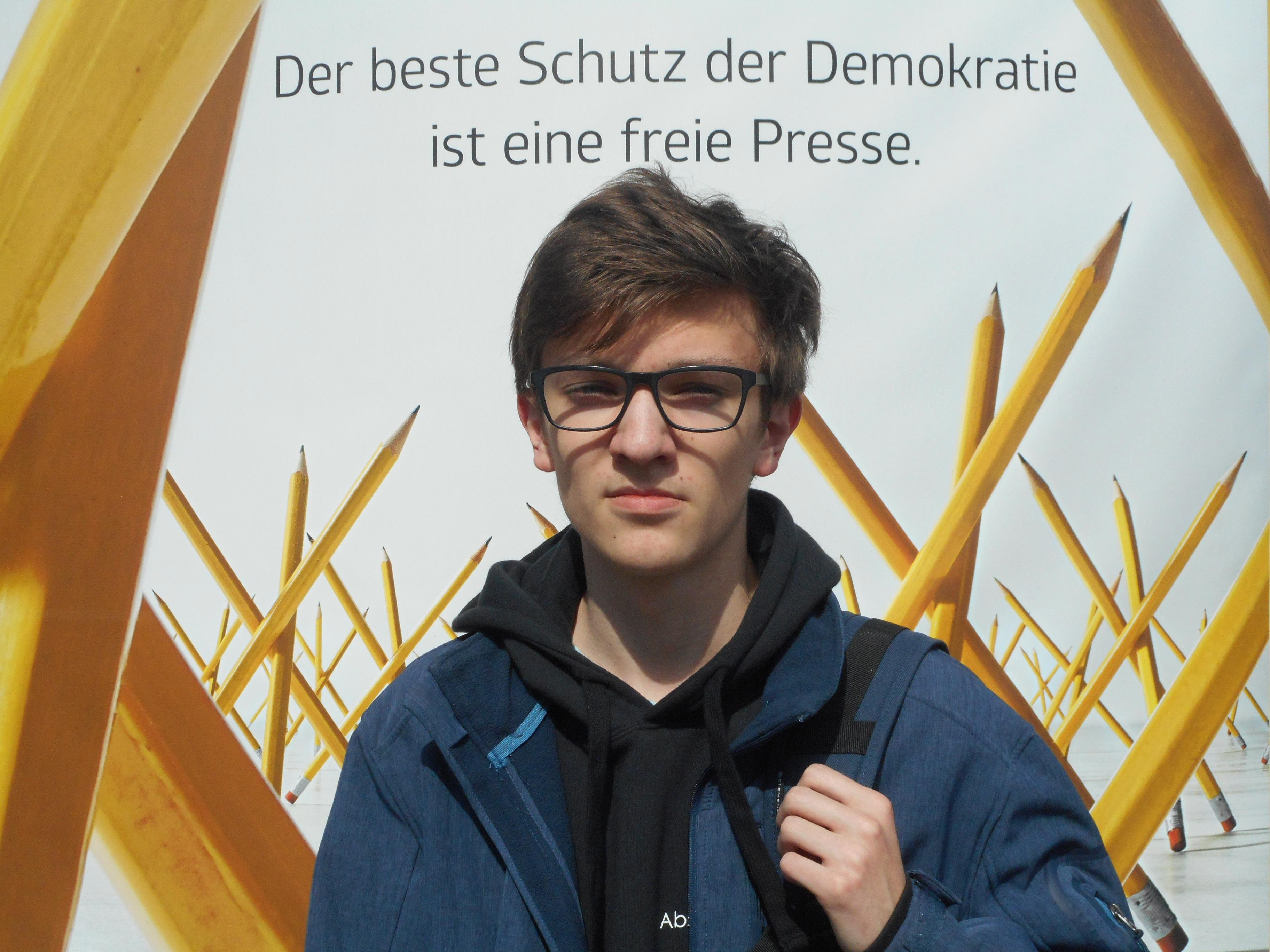 """""""…es nicht wieder dazu kommen soll, dass Meinungen von Personen unterdrückt werden, wie es z.B. zu Zeiten des Nationalsozialismus der Fall war."""" – Kay-Luca Müller (16), Tourist in Berlin"""