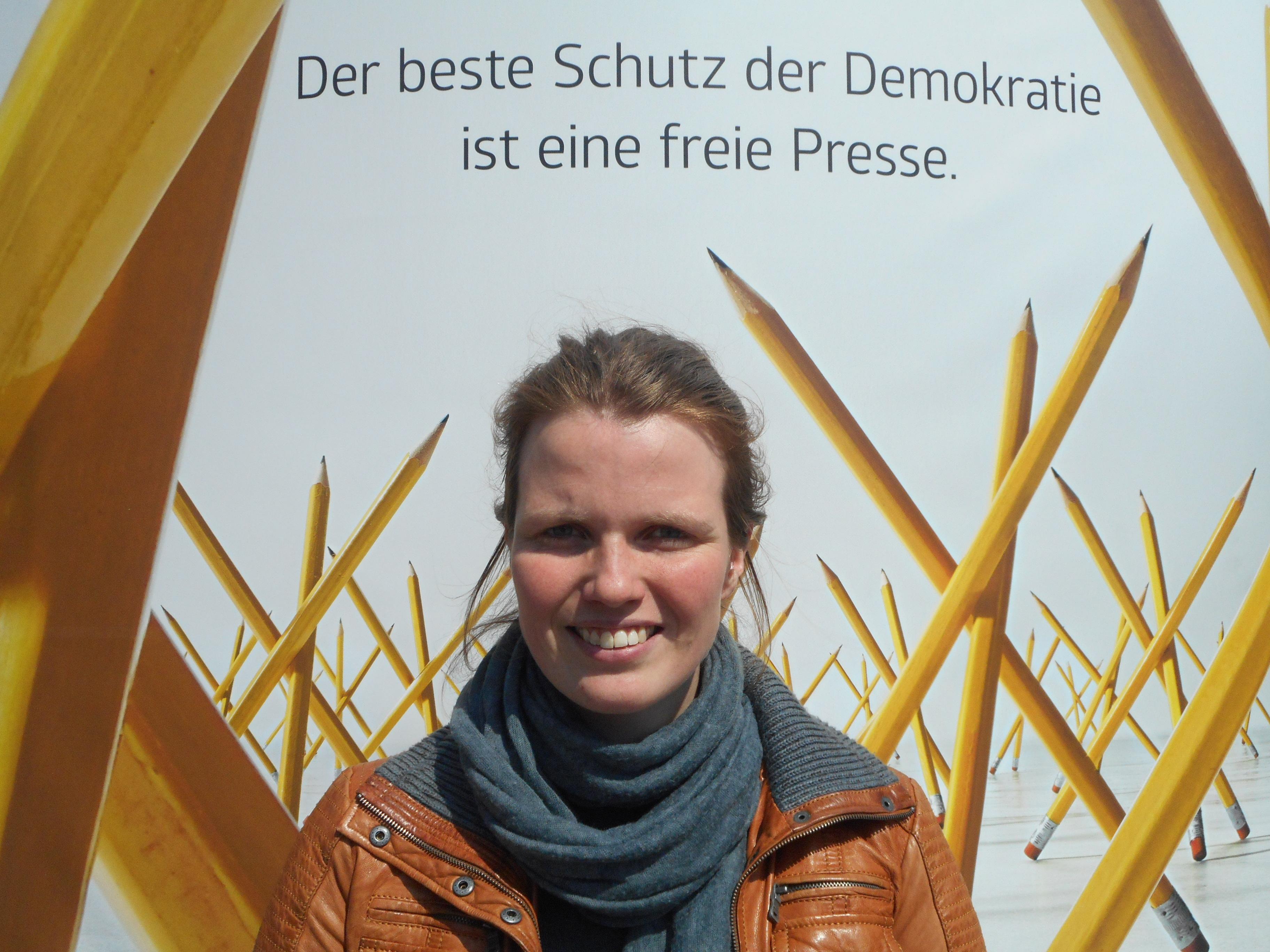"""""""... sie vielseitige Meinungsäußerung möglich macht. Sie regt zum Hinterfragen an und sorgt für Information der Bevölkerung."""" – Laura Röbenack, Lehramtstudentin für Geschichte"""