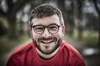 """Janik Trummer ist Bildungsreferent im Projekt """"Zusammen 1"""", das sich gegen Judenfeindlichkeit im Sport einsetzt. Quelle: Makkabi."""